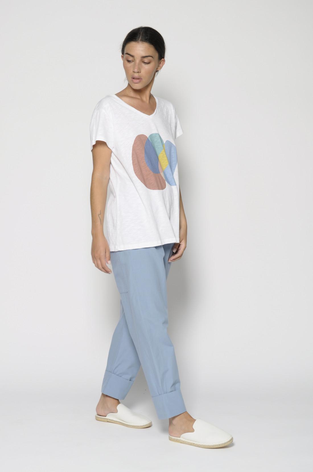 Camiseta manga corta, cuello pico, 100% algodón
