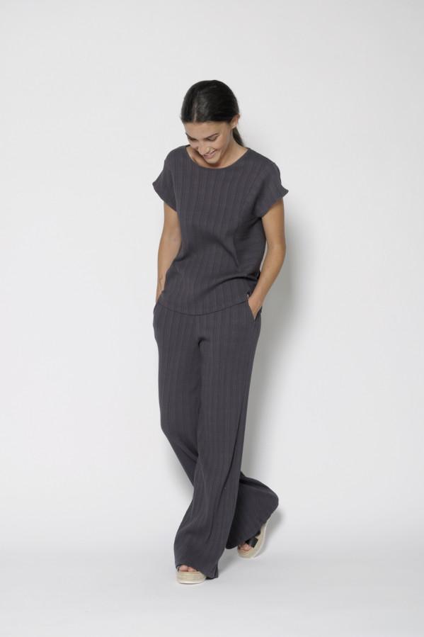 Pantalón fluido gris, tejido texturizado, con corte recto, 100% algodón, PanProducto