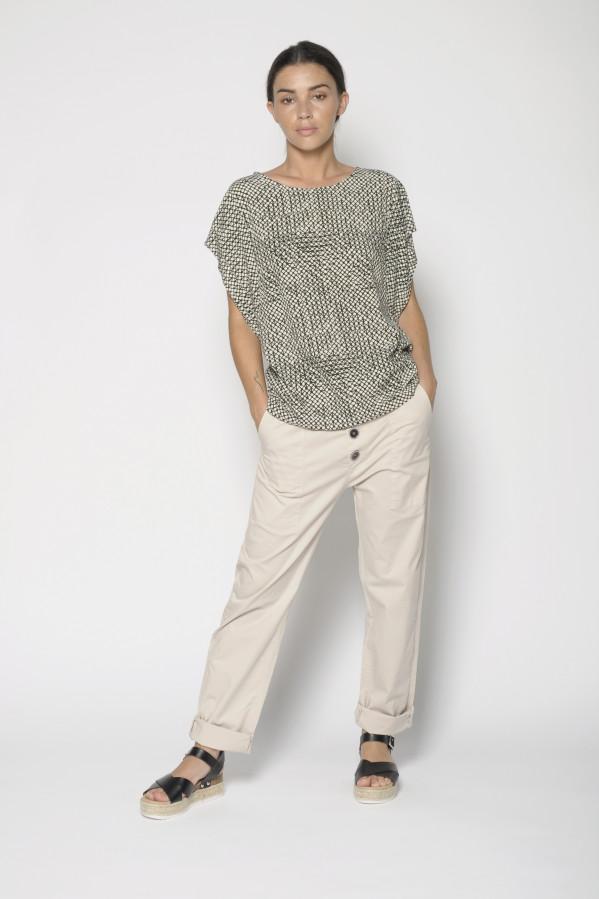 Pantalón beige con botones vistos de PanProducto, 100% algodón