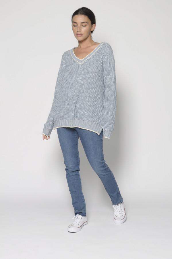 Jersey azul con pico, manga larga y aberturas laterale, 100% algodón