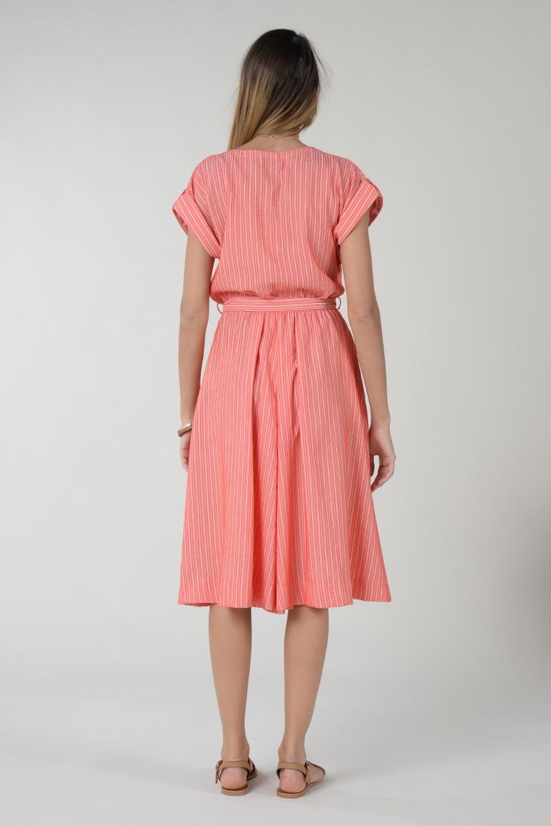 Vestido midi con escote pico, manga corta y lazada decorativa Molly Bracken