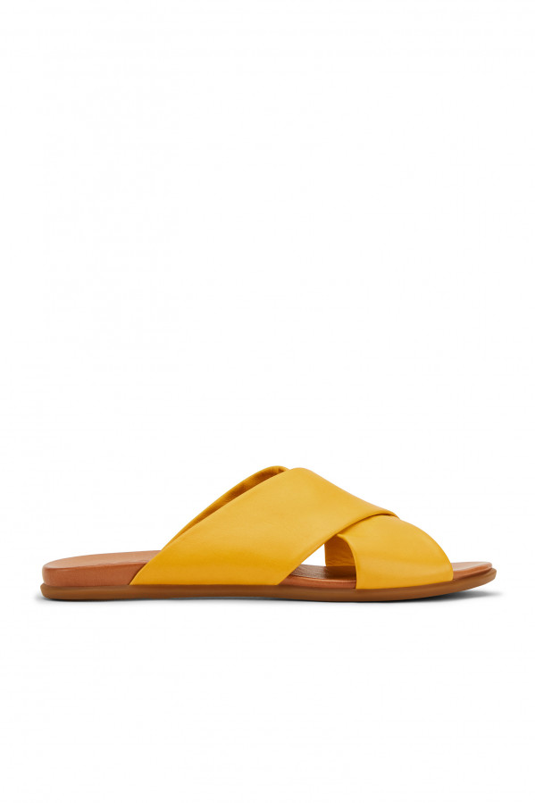 Sandalia amarilla cruzada de piel