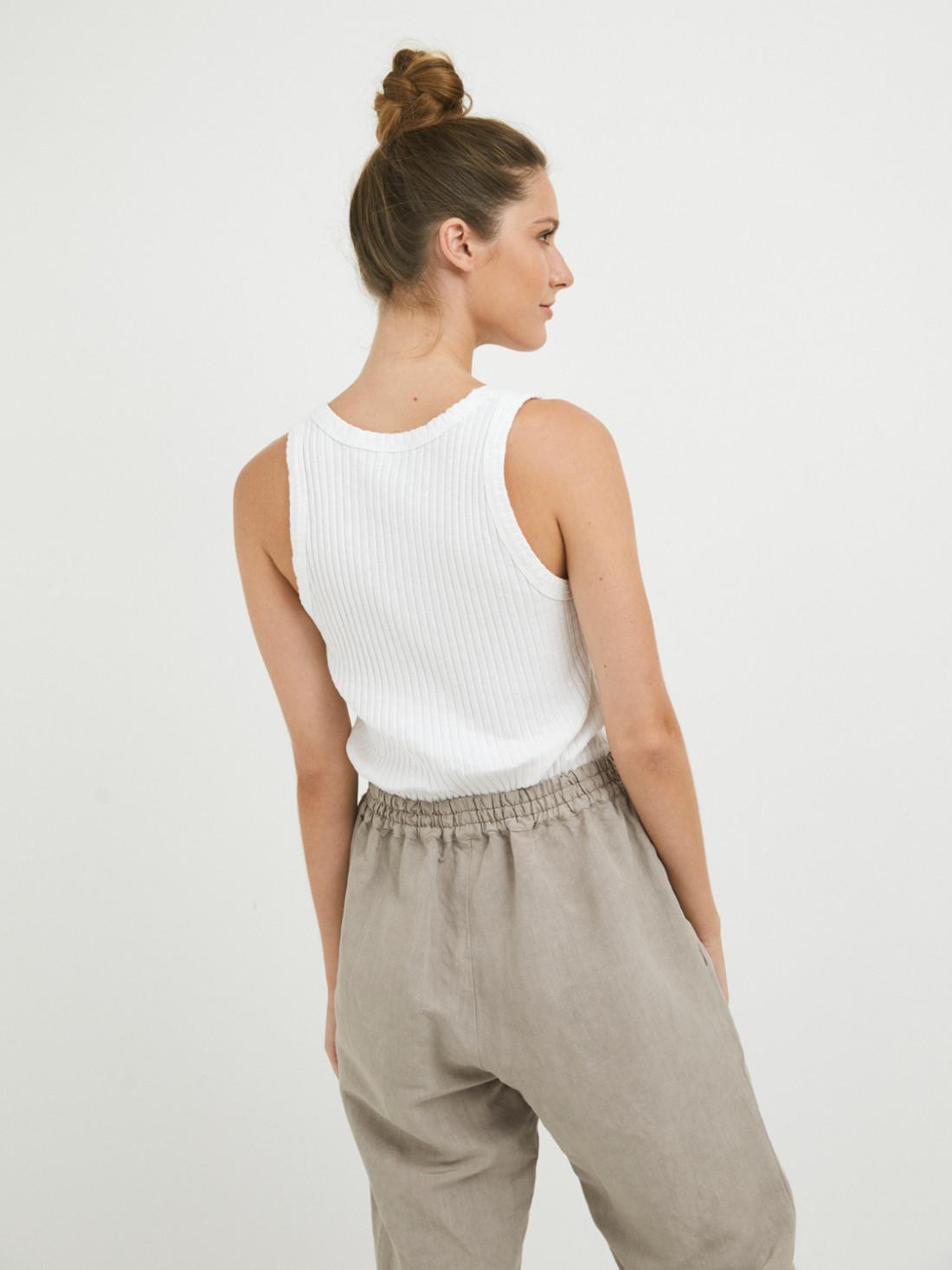 Pantalón tejidos naturales, con cinturilla elástica en la parte trasera con 55% lino y 45% viscosa