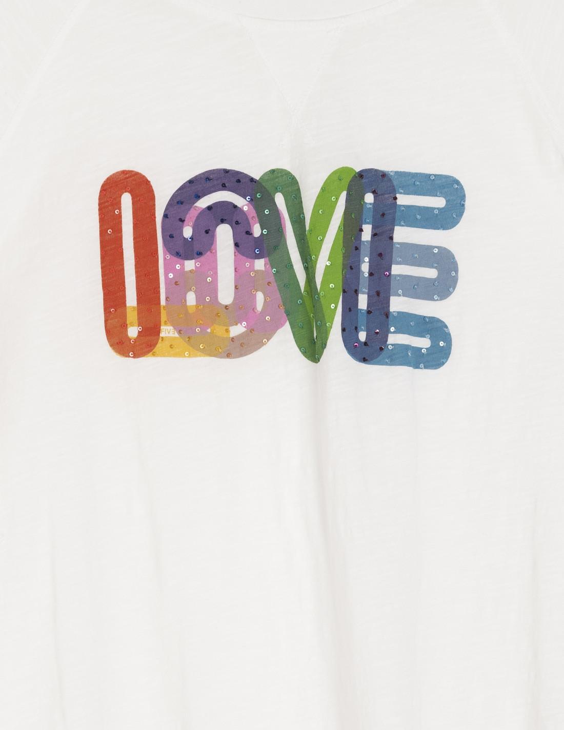 Camiseta blanca, cuello redondo y manga corta con letras entrelazadas en tela