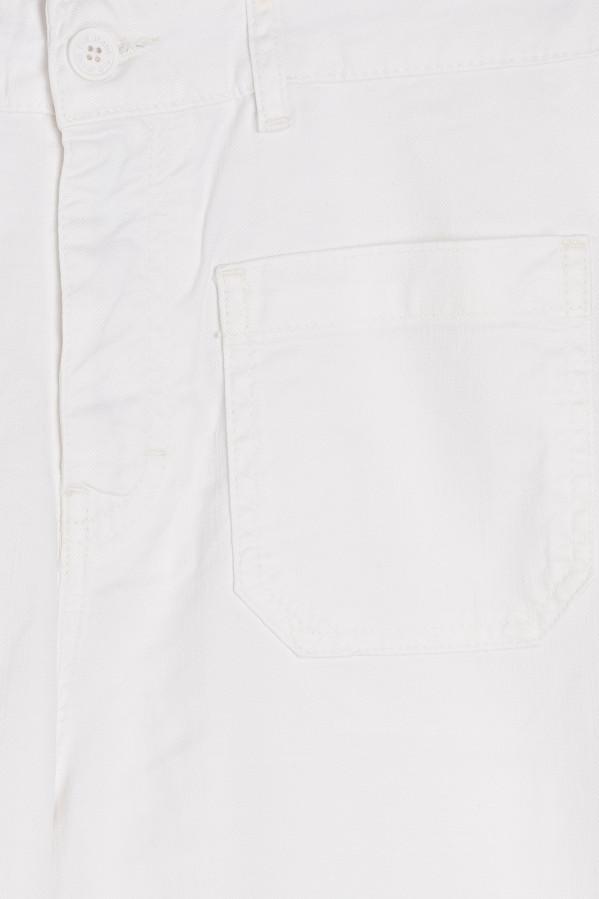 Pantalón blanco tobillero, con cremallera, botón y bolsillos