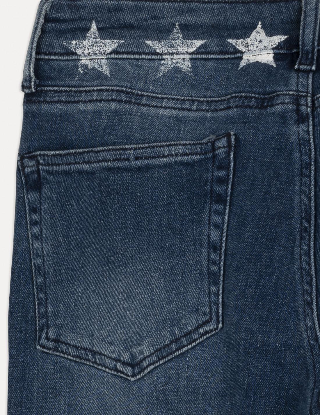 Pantalón tejano, cinco bolsillos , cremallera y botón