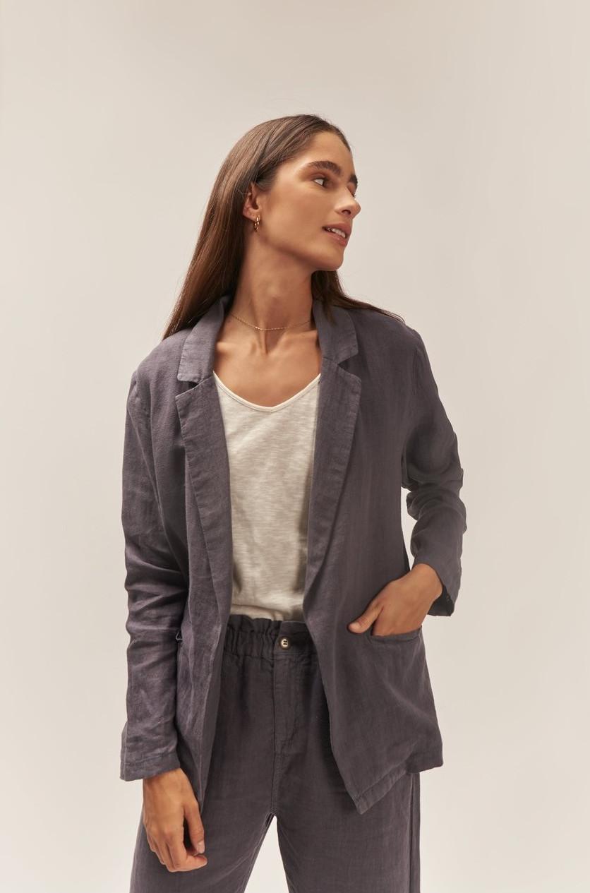 Blazer lino gris, manga larga y dos bolsillos