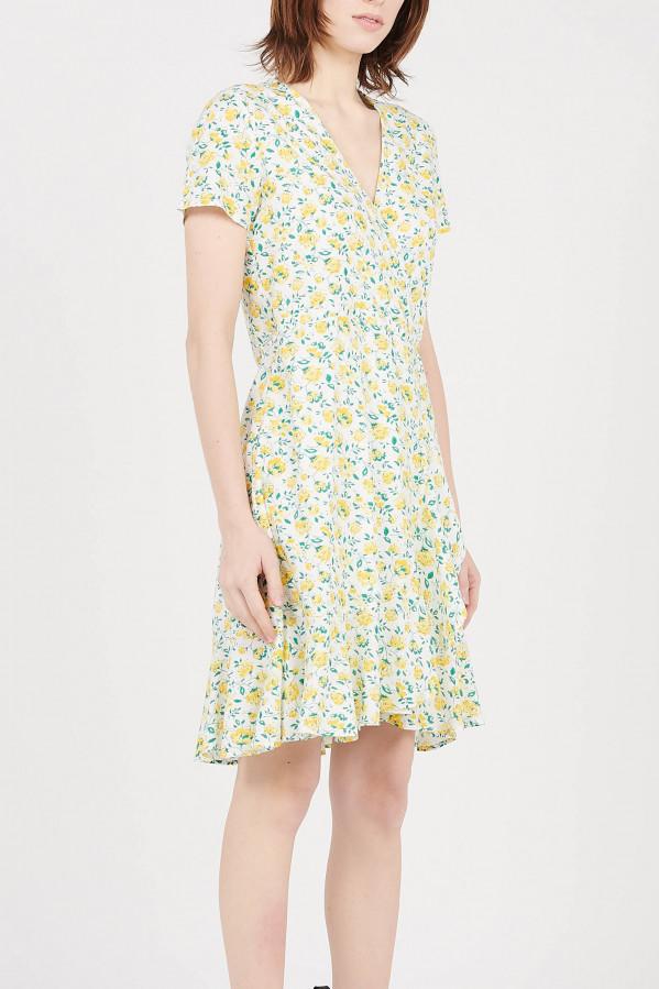 Vestido estampado floral amarillo, escote en V, manga corta y cierre con cinturón